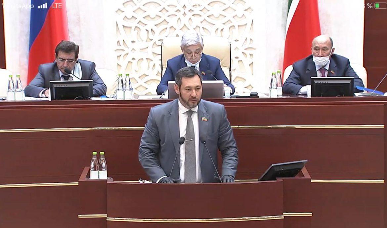 Олег Коробченко вошел в тройку самых активных депутатов Госсовета РТ по работе с обращениями граждан