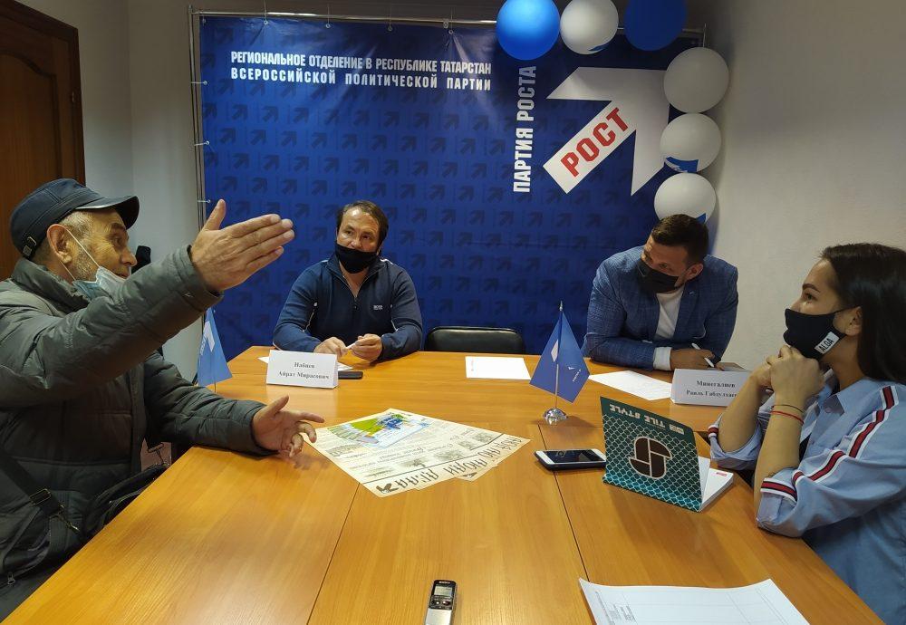 От патента до выставки: депутаты горсовета Челнов провели прием горожан по личным вопросам