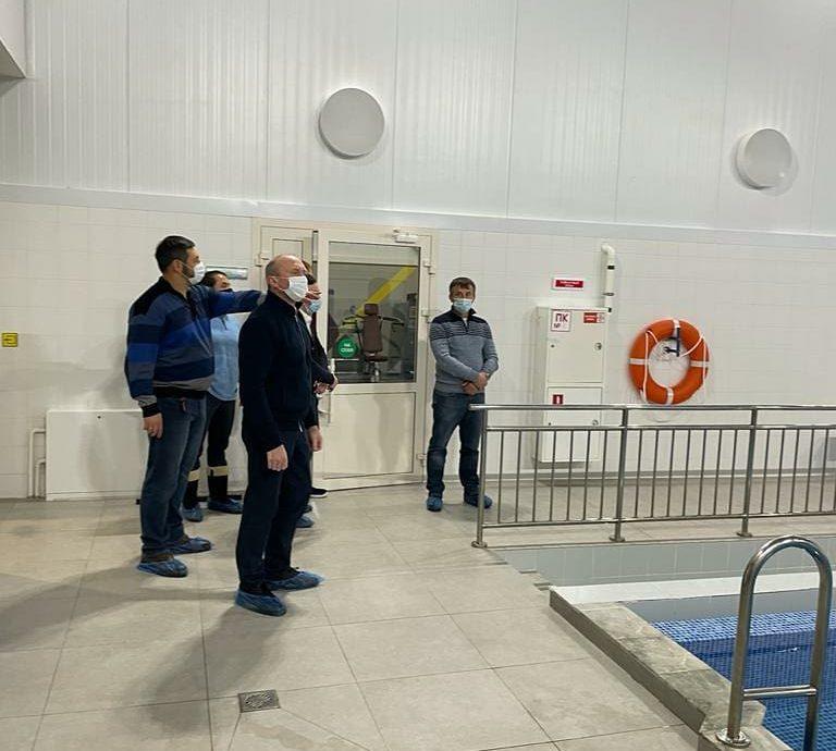 Депутаты Госсовета РТ и горсовета Челнов обсудили ремонт хоккейного корта школы